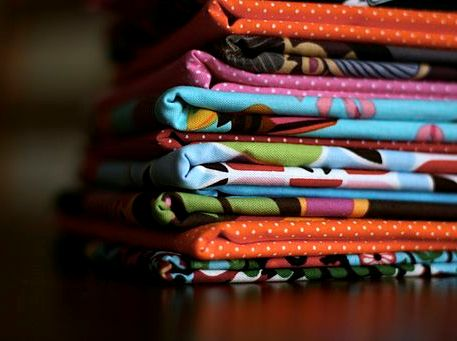 512px-Colourful_fabric (1)